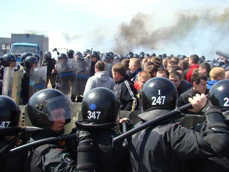 25 апреля милицией Житомирщины были проведены учения по разгону футбольных фанатов 6088_0268aae65415eedee18603da780fec62