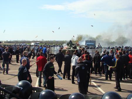 25 апреля милицией Житомирщины были проведены учения по разгону футбольных фанатов 6088_3ba6802c0259ae681f84aed972baed80