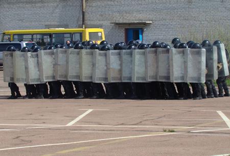 25 апреля милицией Житомирщины были проведены учения по разгону футбольных фанатов 6088_7b73429451d75798f50c84c48bffb345