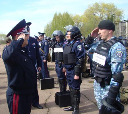 25 апреля милицией Житомирщины были проведены учения по разгону футбольных фанатов 6088_a070d7f6191eb244065e766f8efe119b