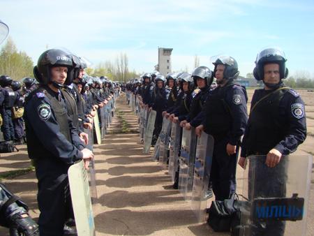 25 апреля милицией Житомирщины были проведены учения по разгону футбольных фанатов 6088_e4c730058a17a750dc14af66244bbf6e