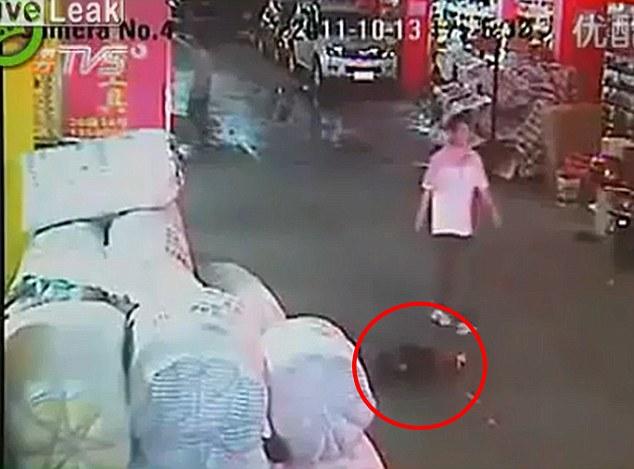 девочка юи-юи в китае сбита машиной 02.jpg