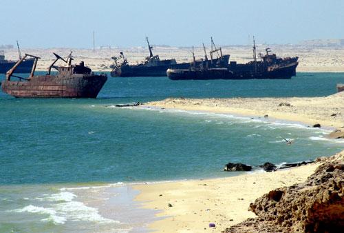 Ships_graveyard,_Nouadhibou,_Mauritania-2.jpg