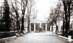 Колоннада в парке