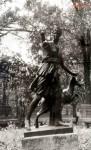 Статуя Артемиды в парке